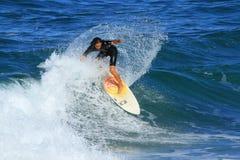 Серфер в Southport, Австралии стоковые изображения rf
