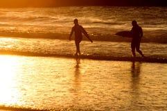 серфер захода солнца силуэта Стоковое Фото