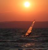 серфер захода солнца balaton Стоковые Изображения