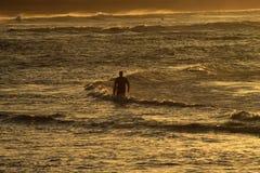 Серфер и заход солнца Стоковое фото RF