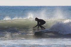 Серфер на пляже Recco в Генуе Стоковая Фотография