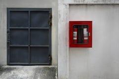 Серые двери на белой предпосылке стены Стоковое Фото