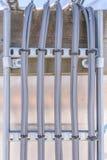 Серые высоковольтные силовые кабели Стоковые Изображения RF