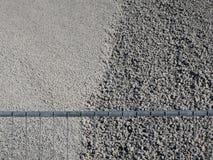 Серые гравий или песчинка в яме песка за загородкой стоковые фотографии rf