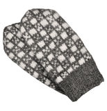 Серые изолированные пары mitten, серая белизна текстурировали шерстяную картину mittens, связанную деталь перчаток теплой зимы ше Стоковое фото RF