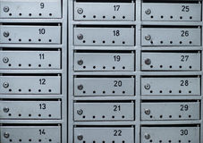Серые коробки почты на стене жилого дома Стоковая Фотография RF