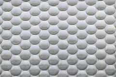 Серые круги в серебряной поверхности Стоковые Фото