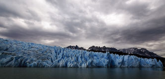 Серые озеро и ледник, Torres del Paine, Чили Стоковая Фотография