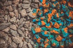 Серые утесы и камни в яркой краске фильтруют Стоковое Фото
