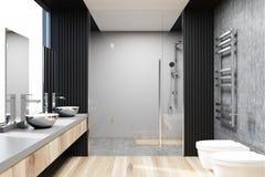 Серый и конкретный интерьер ванной комнаты, ливень Стоковое фото RF