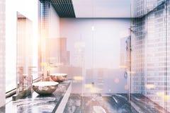 Серый и конкретный интерьер ванной комнаты, тонизированный ливень Стоковые Изображения RF