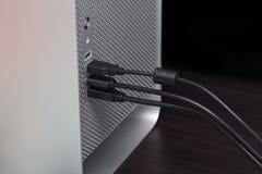 Серый компьютер с несколькими соединенных кабелей Стоковая Фотография