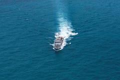 Серый современный военный корабль, взгляд вертолета Стоковая Фотография