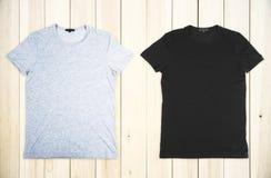 Серый цвет и черная футболка стоковое изображение rf