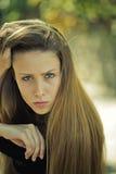 Серьезная довольно белокурая девушка Стоковая Фотография