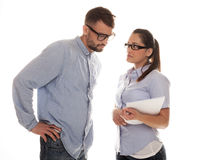 Серьезные пары в стекле имея обсуждение Стоковая Фотография RF