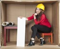 Серьезный архитектор дамы в офисе Стоковые Изображения