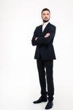 Серьезный бизнесмен стоя при сложенные оружия Стоковое Изображение