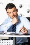 Серьезный бизнесмен стоковое фото rf