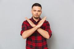 Серьезный жест стопа показа человека Стоковые Фото