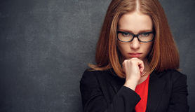 Серьезный кормовой учитель женщины на классн классном Стоковая Фотография