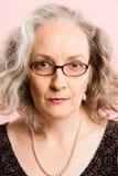 Definiti серьезных людей предпосылки пинка портрета женщины реальных высокое Стоковые Фотографии RF