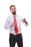 Серьезный человек апеллирует к кто-нибудь на белой предпосылке Стоковые Изображения