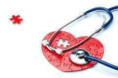 Сердечная болезнь, сердце головоломки с стетоскопом Стоковое фото RF