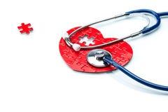 Сердечная болезнь, сердце головоломки с стетоскопом Стоковые Изображения RF
