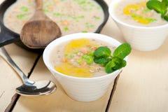 Сердечный ближневосточный суп нута и ячменя Стоковые Фото