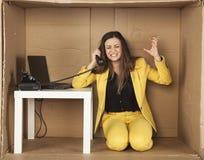 Сердитая бизнес-леди, во время телефонного разговора Стоковое Изображение RF