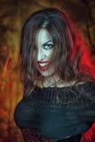 Сердитая ведьма хеллоуина стоковые изображения rf