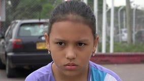 Сердитая девушка, расстроенная молодость, гнев акции видеоматериалы