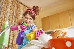 Сердитая женщина в кухне Стоковая Фотография RF