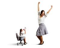 Сердитая женщина и большая весёлая женщина Стоковая Фотография RF