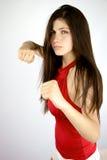 Сердитая красивая девушка готовая для того чтобы пробить и получить чего она хочет Стоковые Изображения