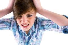 Сердитое милое брюнет с руками на голове Стоковые Изображения RF