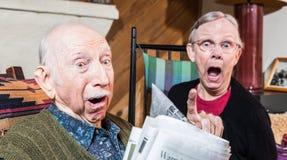 Сердитые старые пары с газетой Стоковая Фотография RF