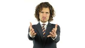 Сердитый бизнесмен выкрикивая на камере акции видеоматериалы