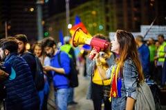 Сердитый протестующий с говорить-трубкой, Бухарестом, Румынией Стоковые Изображения