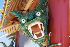 Сердитый смотря зеленый дракон Lego на парке атракционов Aventura порта, Испании Стоковые Фотографии RF