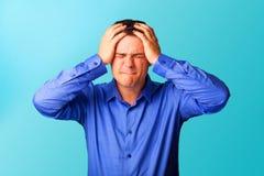 Сердитый человек в рубашке Стоковое Фото