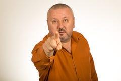 Сердитый человек с бородой указывая палец Стоковая Фотография