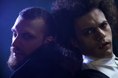2 сердитых вампира смотря голодное камеры отчаянное Стоковое Фото