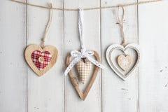 Сердца валентинки на деревянной предпосылке Стоковое фото RF