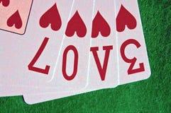 Сердца играя карточек ВЛЮБЛЕННОСТИ слова Стоковое фото RF