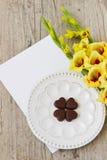 Сердца и гладиолусы шоколада Стоковое Изображение