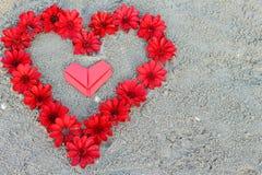Сердца и цветок валентинки бумажные Стоковое Фото