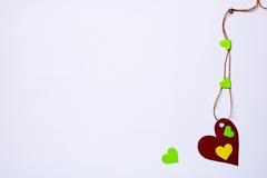 Сердца - красные, зеленый, желтый на белой предпосылке Стоковое Фото