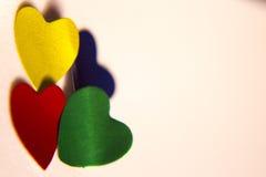 Сердца красных, голубых, зеленых и золота сияющие Стоковое Фото